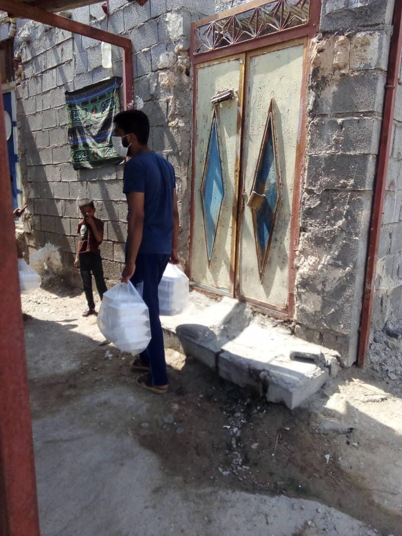 توزیع غذا در بین نیازمندان توسط بنیاد احسان